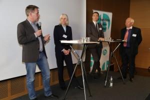 Die Teilnehmer der ersten Podiumsrunde (v.l.n.r.): Stefan Thabe, Elisabeth Heitfeld-Hagelgans, Fabian Weiß und Heinz-Bert Zander