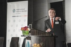 NRW-Minister Michael Groschek appelliert an den Einzelhandel, die digitale Wende gemeinsam mit Partnern aus Wirtschaft, Verband und Politik zu gestalten
